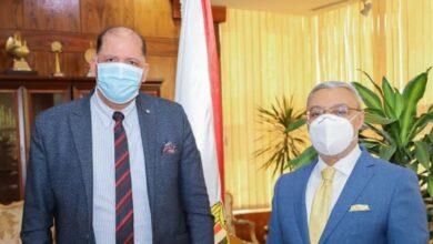رئيس جامعة طنطا يهنئ الدكتور محمد لبيب سالم لفوزه بجائزة خليفة التربوية